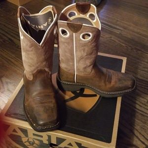 Boys Ariat Workhog Boots Size 2